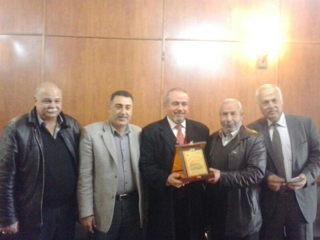 فياض يكرم أحمد المير
