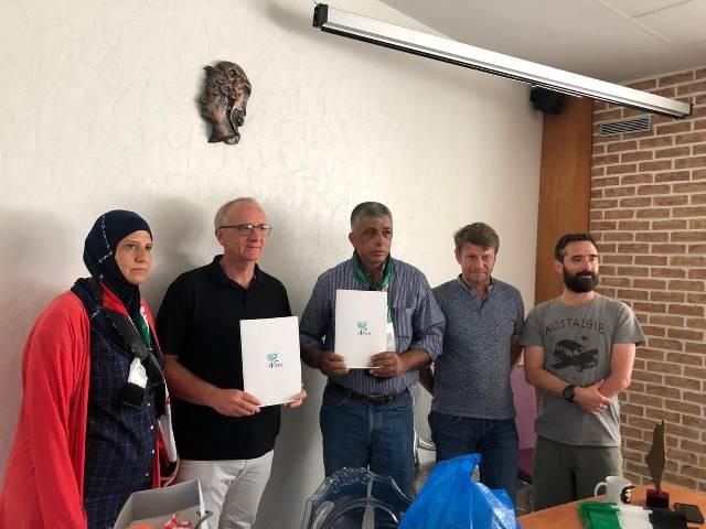 توقيع التوأمة بين مخيم برج البراجنة وبلدية أفيون في باريس