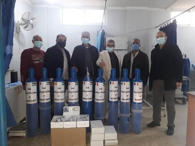 جمعية توأمة المدن الفرنسية مع المخيمات الفلسطينية (AJPF) تقدم 9 عبوات أوكسجين لمرضى مخيم نهر البارد