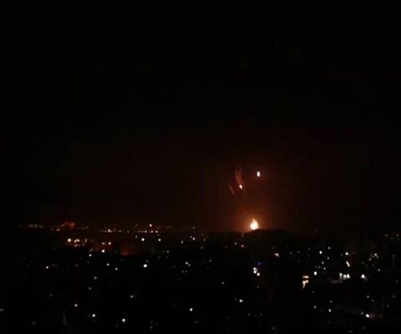الاحتلال يقصف مواقع للفصائل الفلسطينية في غزة والمقاومة ترد