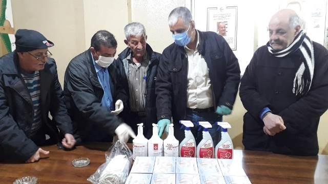 اللجان الشعبية تسلم كمية من مواد التعقيم في مخيمي البداوي والبارد