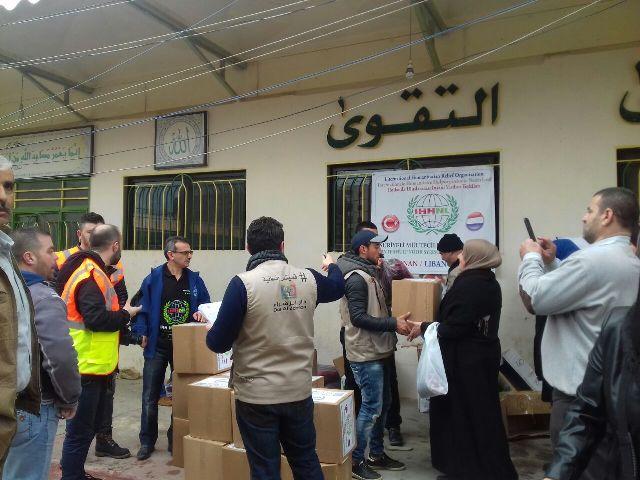 دار الزهراء توزع مساعدات لعائلات من النازحين الفلسطينيين من سوريا.