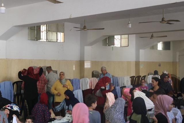 لجان المرأة الشعبية الفلسطينية في منطقة صيدا تقيم معرضها المجاني الثالث للألبسة