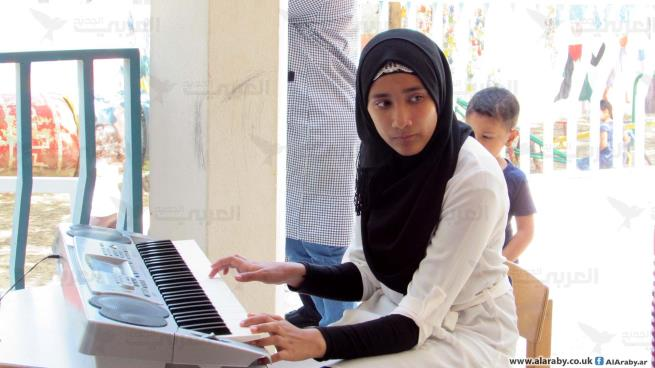 حنين مصطفى... تتغلّب على الصعوبات التعليمية بالموسيقى