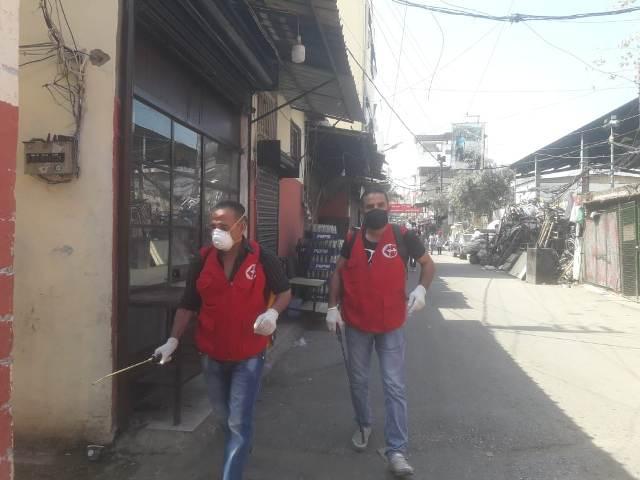 اللجان العمالية الشعبية الفلسطينية في منطقة صيدا تستكمل حملة التعقيم والرش في عدة أحياء في مخيم عين الحلوة