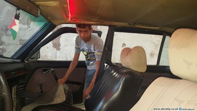 علي مصطفى... طفل يعمل لمساعدة عائلته