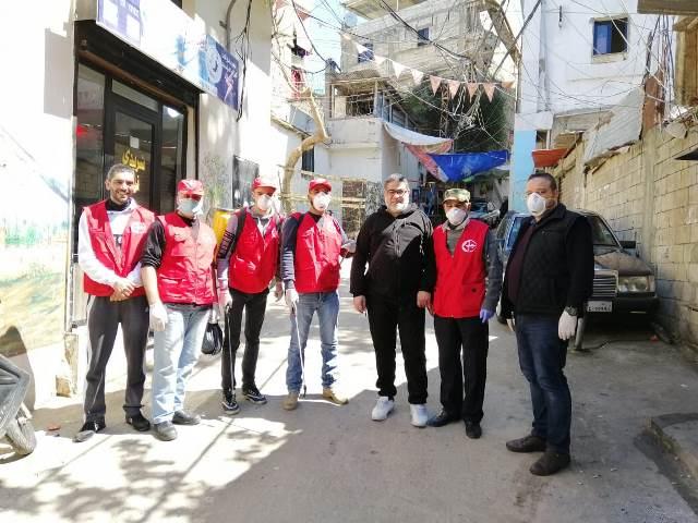 اللجان العمالية الشعبية الفلسطينية في منطقة صيدا تقوم بحملة رش و تعقيم في مخيم عين الحلوة