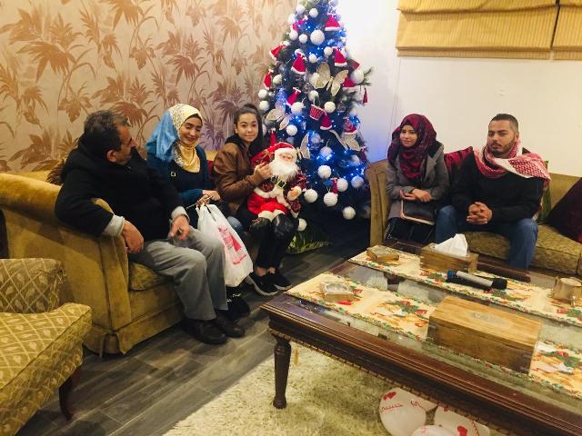 الشبيبة في بيروت توزع الهدايا على أبناء الطائفة المسيحية بمناسبة عيدي الميلاد ورأس السنة