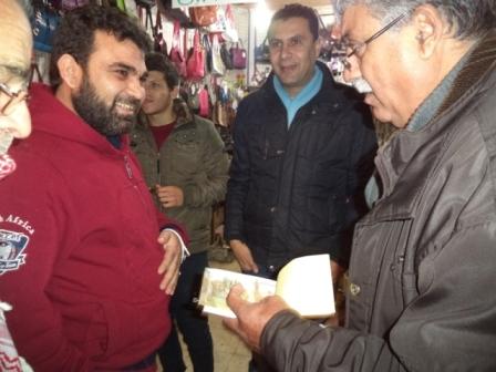 الحملة الشعبية لإعادة بناء منزل الشهيد فادي قمبر تقوم بأولى جولاتها لجمع التبرعات في مخيم عين الحلوة