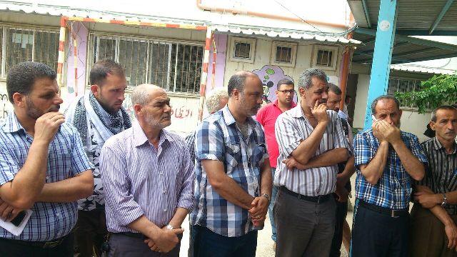 اعتصام شعبي فلسطيني امام مقر ( الأنروا ) في مخيم نهر البارد
