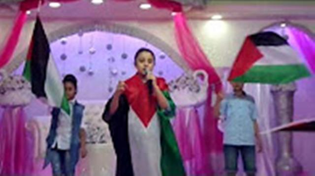 الطفلة المميزة إيمان محمد يوسف ظاهر القاء قصيده ( بتعرف شو يعني انتفاضه )