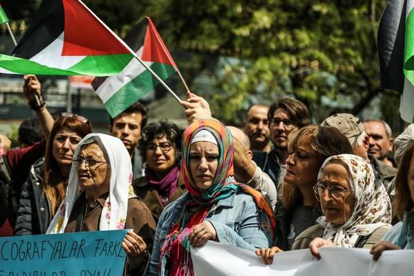 وقفة تضامنية مع إضراب الحرية والكرامة  في مدينة اسطنبول