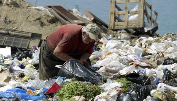 سيرة جلال.. جامع النفايات والمهمَلات