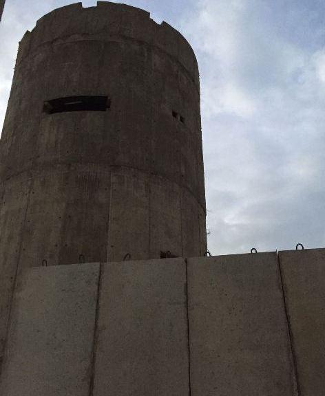 مطالب بوقف بناء الجدار العازل حول مخيم عين الحلوة