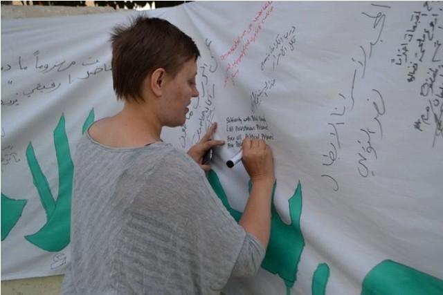 بالصور / خيمة التضامن تستضيف شارلوت كييتس منسقة شبكة صامدون