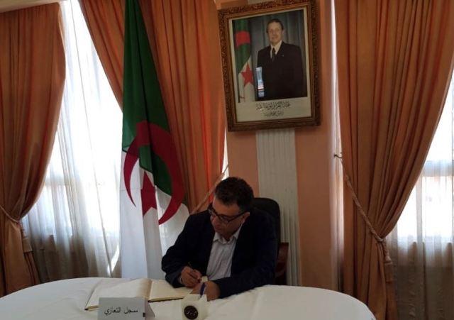 الشعبية تقدم واجب العزاء للسفارة الجزائرية في بيروت