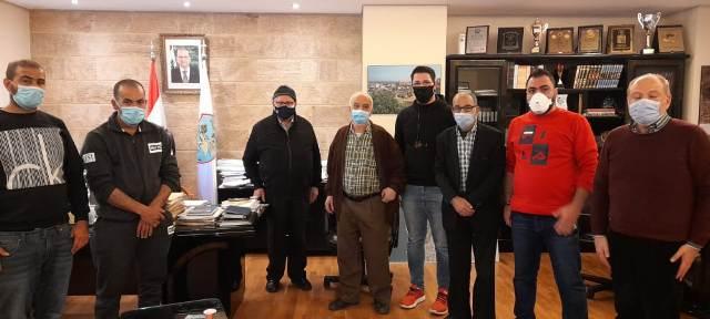 اتحاد نقابات عمال فلسطين فرع لبنان يتابع موضوع عمال فرز مكب النفايات في مدينة صيدا رئيس البلدية محمد السعودي
