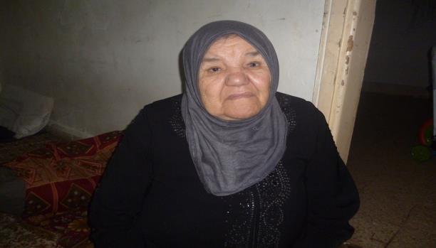 خديجة ما زالت تحتفظ بأوراق بيتها في فلسطين