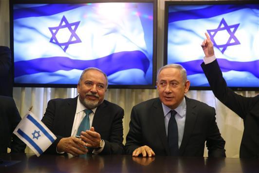 ليبرمان.. إطاحة «حماس» وعباس أم تطويعهما؟