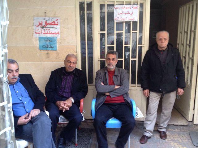 الفصائل واللجان الشعبية تغلق مكتب مدير منطقة بيروت للانروا