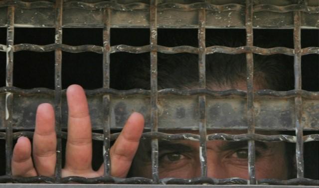بعد إصابة أحد الأسرى بفيروس كورونا الحركة الأسيرة تطالب بتشكيل لجنة للإشراف على أوضاع الأسرى داخل السجون