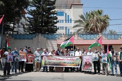 الشعبيّة تنظم وقفة أمام مقر المندوب السامي دعمًا للأسرى المضربين عن الطعام