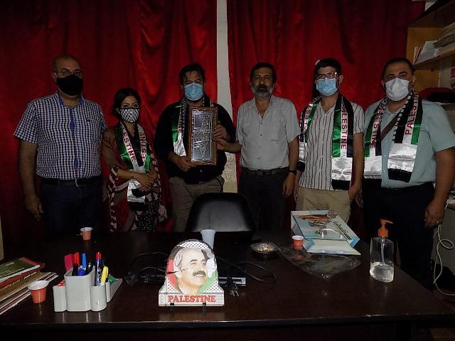 الجبهة الشعبية لتحرير فلسطين تلتقي وفدا أوروبيا في مكتبها في بيروت