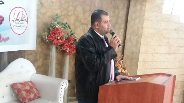 الشاعر عبد المحسن محمد يوقّع ديوانه الشعري تمخضي عشقًا