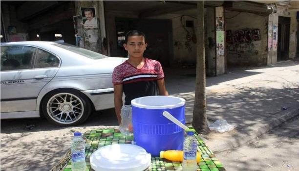 محمد اليوسف... فتى يبيع الليمون ولا يتمنى شيئاً