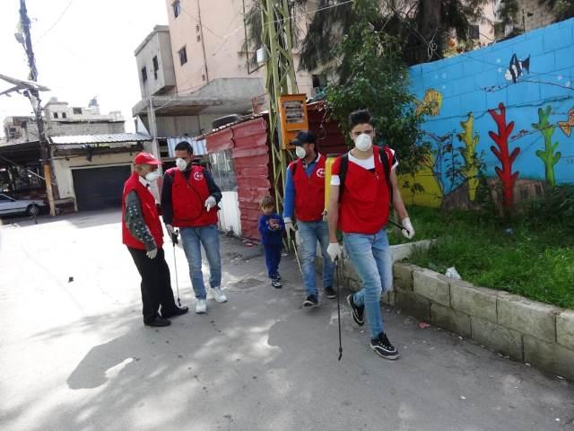 اللجان العمالية الشعبية الفلسطينية في منطقة صيدا تستكمل حملة  حملة الرش و التعقيم في مخيم عين الحلوة