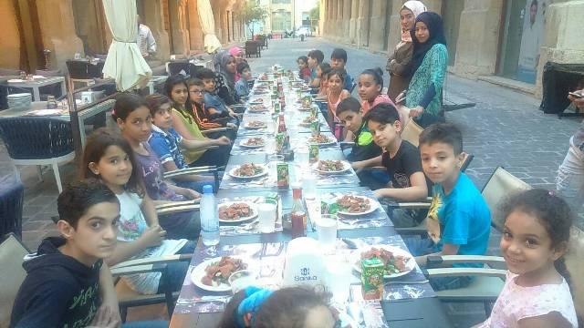منظمة الأشبال والزهرات في منظمة الشبيبة الفلسطينية في مخيم برج البراجنة تشارك بحضور إفطارين