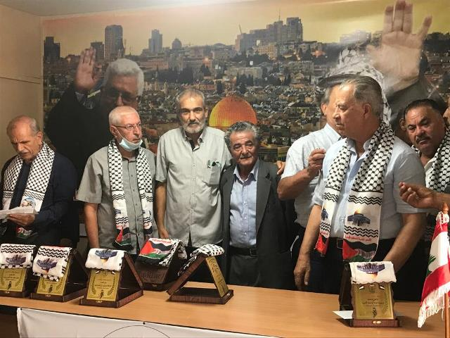 هيئة المتقاعدين تكرم المناضل (حسين سويدان) وكوكبة من قدامى المناضلين