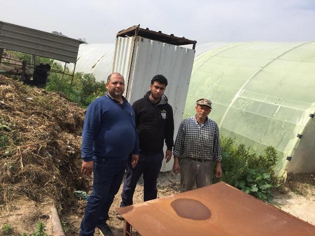 اللجان العمالية الشعبية الفلسطينية في مخيم الرشيدية تقدم مرافق صحية للمزارعين