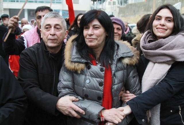 حملة اعتقالات شرسة بالضفة تطال المناضلة خالدة جرار والكاتب علي جرادات وآخرين