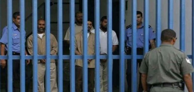 مركز فلسطين: إصابة 200 أسير داخل السجون بفيروس كورونا منذ بداية الجائحة