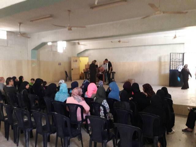مركز التضامن الاجتماعي- نواة- يقدم مساعدات عينية على أهالي حي الطيرة