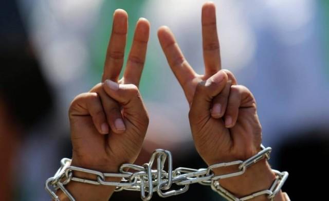 الأسيران أبو عكر والحسنات ينتصران على إدارة سجون الاحتلال