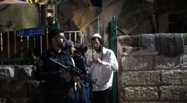 القدس: مستوطنون يعتدون على أهالي حي الشيخ جراح ومناشدات للمقدسيين للمساندة