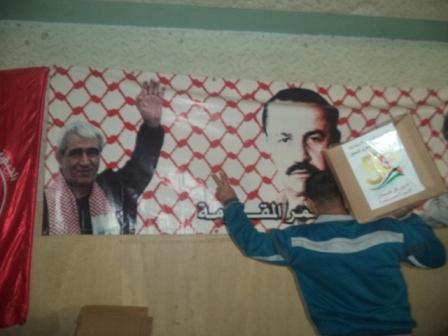 اللجنة الاجتماعية للجبهة في صيدا توزع حصصًا تموينية على أسر الشهداء