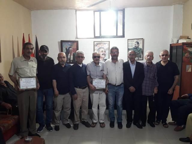 اللجان العمالية الشعبية الفلسطينية في منطقة صيدا تكرم عددًا من المناضلين