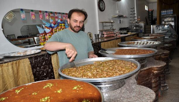 حلويات رمضان في عين الحلوة ضحيّة الأزمة
