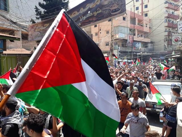 جمعة غضب بمخيمات لبنان رفضاً لقرار وزير العمل ضد العمال الفلسطينيين