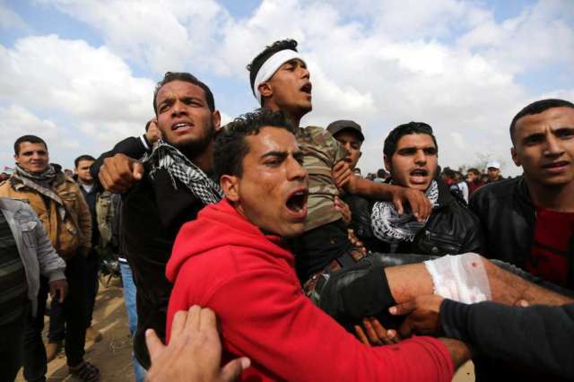 49 اصابة برصاص الاحتلال في اليوم الثاني لمسيرة العودة الكبرى
