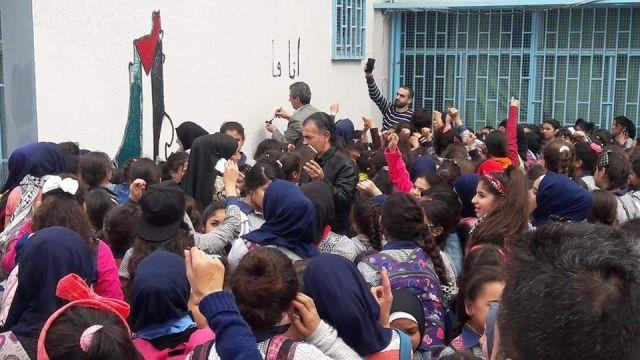 أهالي مخيم البداوي يستنكرون ما حصل في مدرسة البطوف