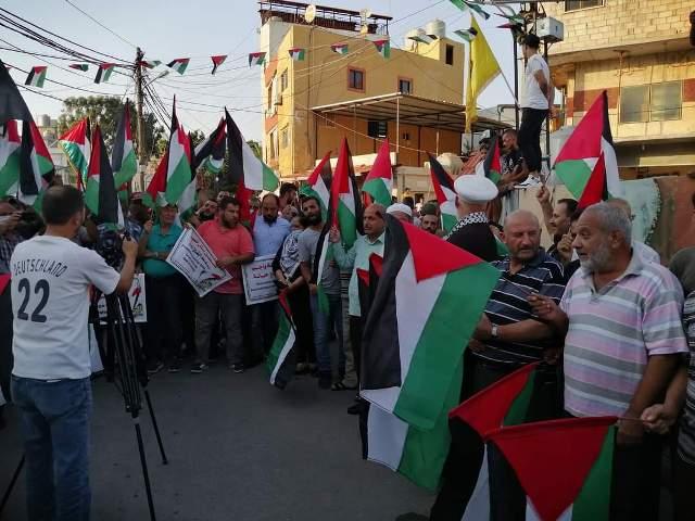 مسيرة جماهيرية حاشدة في مخيم الرشيدية رفضًا  للتطبيع مع الكيان الصهيوني