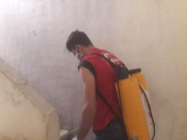 اللجان العمالية الشعبية الفلسطينية في منطقة صيدا تستكمل حملة التعقيم والرش في عين الحلوة