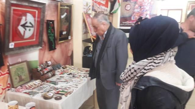 نائب الأمين العام في الجبهة الشعبية أبوأحمد فؤاد يزور معرض لجان المرأة الشعبية الفلسطينية