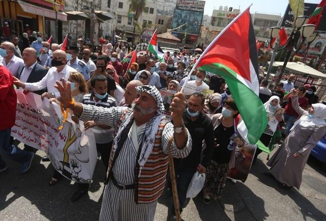 وقفات احتجاجية بالضفة وغزة رفضًا للتطبيع الاماراتي البحريني مع الاحتلال