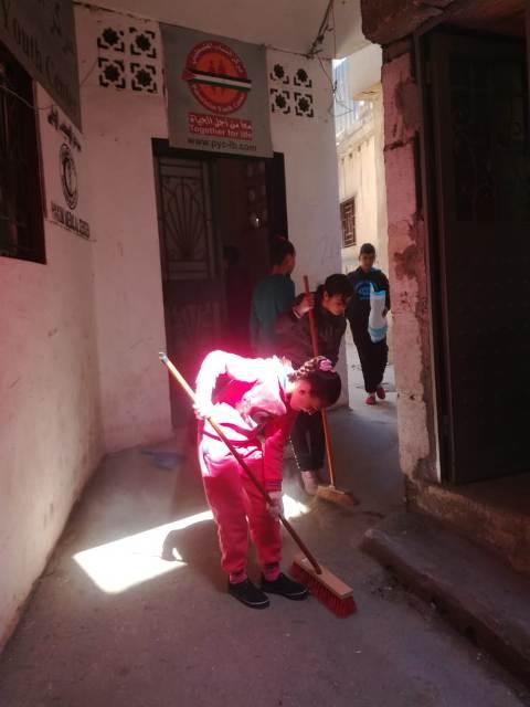 منظمة الشبيبة الفلسطينية تنظم حملة نظافة في مخيم البرج الشمالي