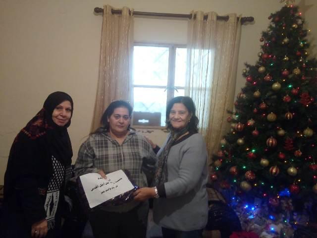 لجان المرأة في بيروت تزور العائلات المسيحية في مارالياس في بيروت بمناسبة عيد الميلاد